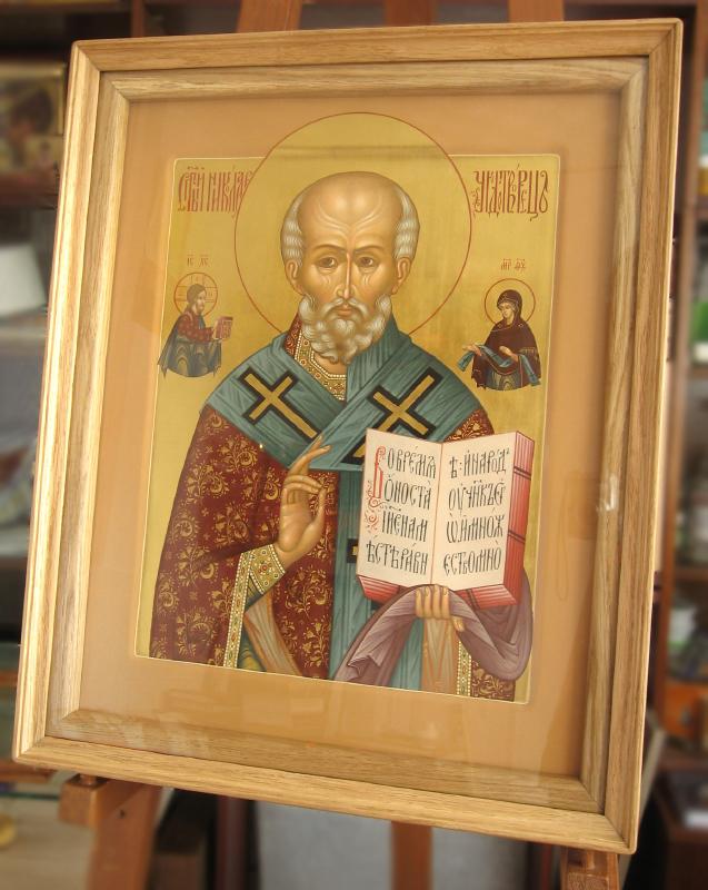 Икона святителя Николая Чудотворца в киоте